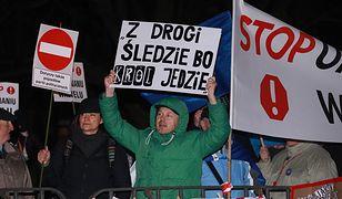 Sasin: protesty przeciw wizytom prezesa PiS na Wawelu to zdziczenie