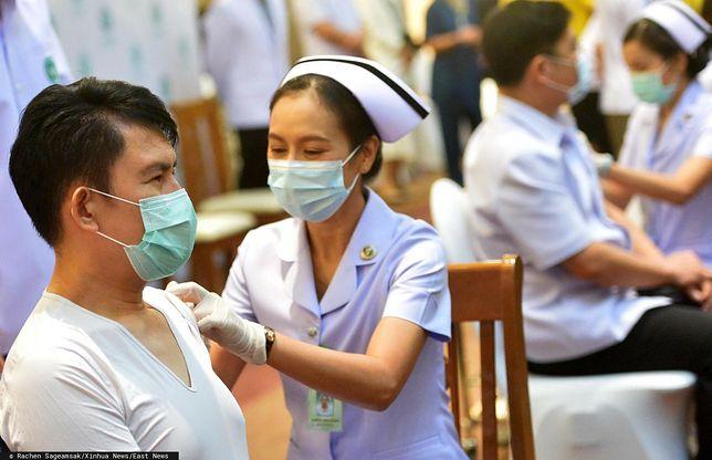 Tajlandia. Szczepionka AstraZeneca dla premiera. Czeka na dawkę