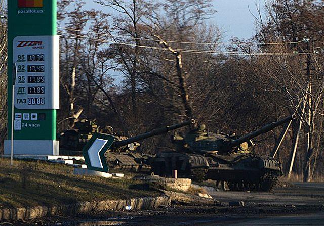 Separatyści chowają czołgi w pobliżu frontu - zdjęcia
