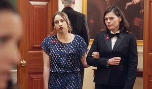 "Sarah Sutherland i Clea DuVall w ""Figurantce"""