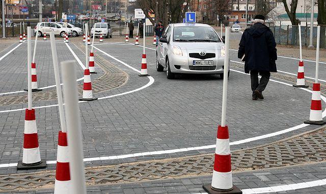 Nowe przepisy drogowe: kierowcom będzie trudniej