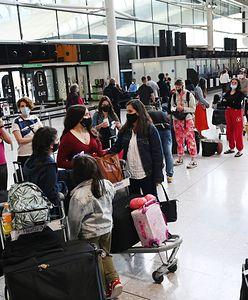 Bałagan na lotnisku Heathrow w Londynie. Pasażerowie mdleli w kolejkach