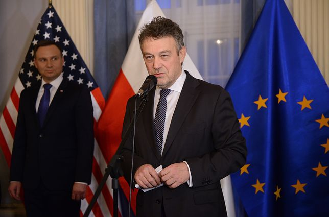 """Ryszard Schnepf oskarżony o wzięcie 450 tys. na żonę, dziennikarkę """"Wiadomości"""" TVP. Były ambasador kategorycznie zaprzecza"""