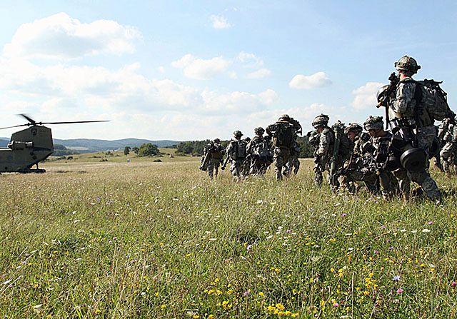 Amerykańscy spadochroniarze ćwiczą w Niemczech