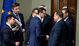 Mateusz Morawiecki zapowiadał likwidację nagród dla ministrów na początku marca