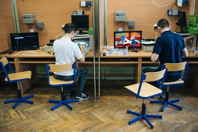 Uczniowie technikum w trakcie zajęć