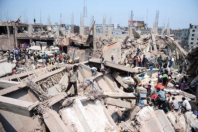 Centrum handlowe w gruzach, nie żyje 200 osób - zdjęcia
