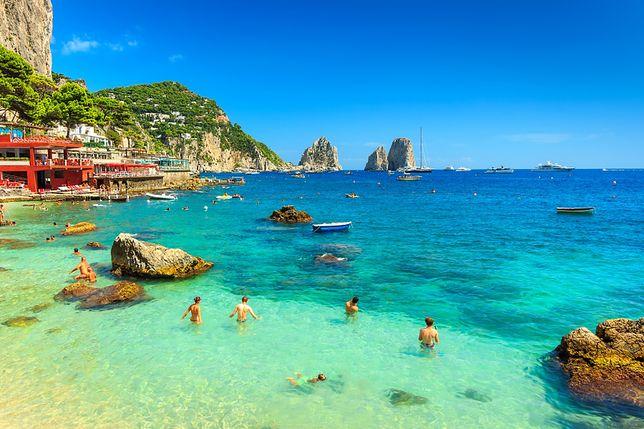 Absurdalne wakacyjne zakazy - Capri, Włochy