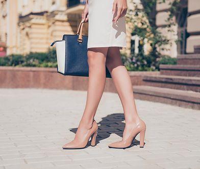 Jasne czółenka to najchętniej wybierane buty do stylizacji na cieplejsze, wiosenne dni