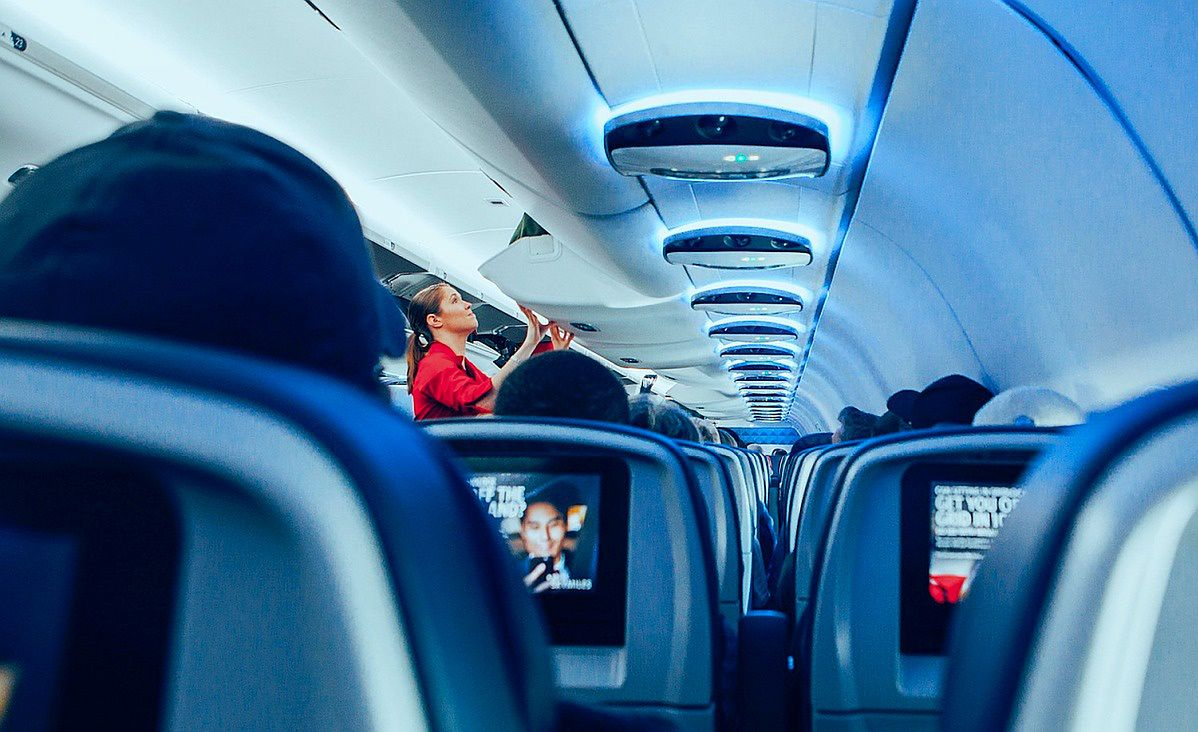 Praca stewardesy nie jest usłana różami