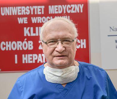 """Prof. Krzysztof Simon nagrodzony. Za """"mocny głos"""" w walce z koronawirusem"""