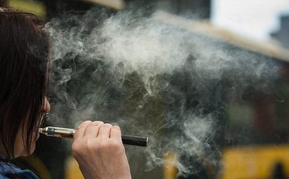 Nie masz 18 lat? E-papierosa nie kupisz. Zmiany w prawie