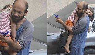 Zdjęcie uchodźcy sprzedającego długopisy poruszyło internautów