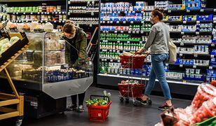 """Koronawirus w Polsce. Zakupy w czasie lockdownu: alkohol """"na zapas"""" i niezdrowe przekąski"""