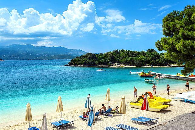 Albańskie plaże w okolicach Sarandy czy Ksamil przypominają Bahamy
