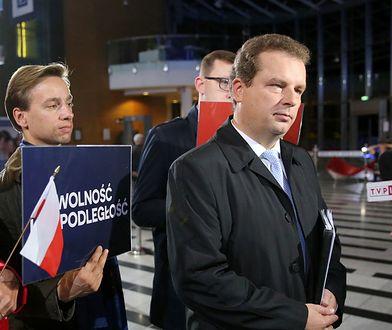 Wybory parlamentarne 2019. Krzysztof Bosak i Jacek Wilk z Konfederacji przed debatą wyborczą w siedzibie TVP