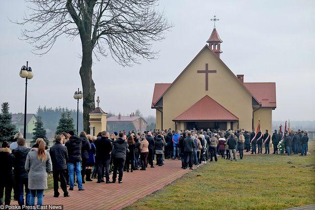 Zasiłek pogrzebowy powinien być wyższy. Poseł PiS apeluje do swojego rządu