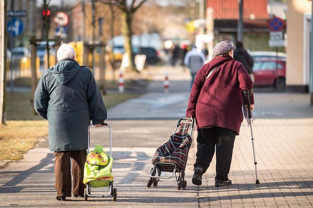 Emeryci bardziej chronieni. Resort rodziny chce zmienić wytyczne dla komorników