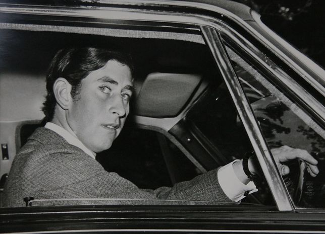 Trudne dzieciństwo i dorastanie odbiły się na życiu księcia Karola