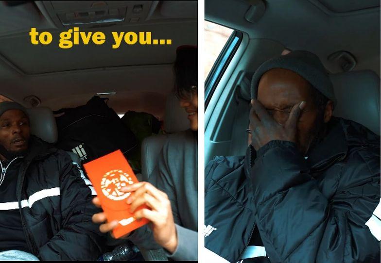 Pokazał mu pomarańczową kopertę. Doprowadził bezdomnego do łez
