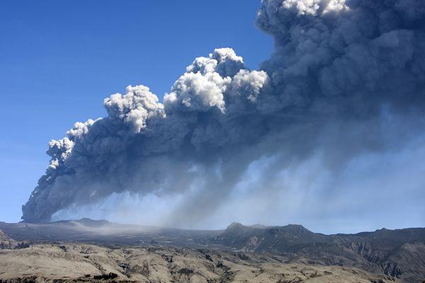 Naukowcy ostrzegają: gdy znika lód, budzą się wulkany