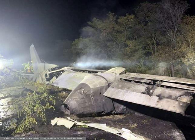 Samolot rozbił się około 20.50 czasu lokalnego, dwa kilometry od wojskowej bazy lotniczej