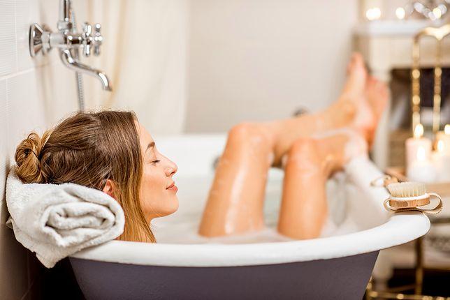 Kąpiel relaksująca, rozgrzewająca i lecznicza - jak je przyrządzić w domu?