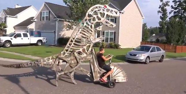 """Zbudował """"dinozaurochód"""" dla syna"""
