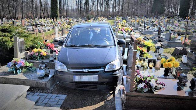 88-latek wjechał na cmentarz taranując nagrobki