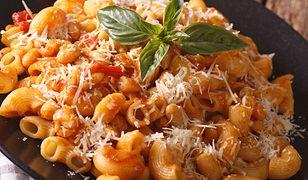 Makaron z sosem fasolowo-pomidorowym. Oryginalne połączenie na obiad