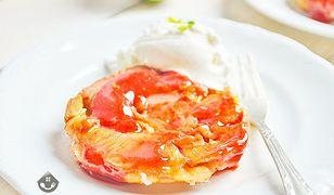 Rabarbarowe tartaletki z sosem truskawkowym