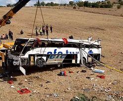 Katastrofa autobusu na tureckiej autostradzie. Nie żyje 14 osób
