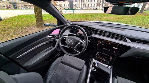 Audi e-tron Sportback: Wirtualne lusterka, Audi Charging Service, system i kamery 360 stopni z 3D