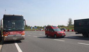Autobus cofał się na autostradzie