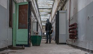 Opustoszałe pomieszczenia skąpane w atmosferze grozy - to główny motyw na zdjęciach Grzegorza