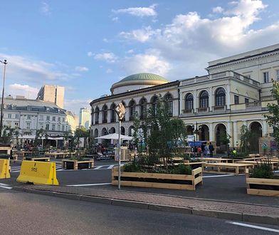 """Plac Bankowy w Warszawie. Tak wygląda """"strefa relaksu"""""""