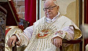 Wrocław. Cichy pogrzeb w rodzinnym gronie. Były metropolita wrocławski spoczął na cmentarzu