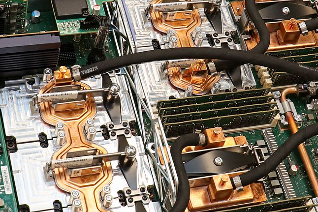 Wnętrze komputera IBM Summit, fot. materiały prasowe IBM.