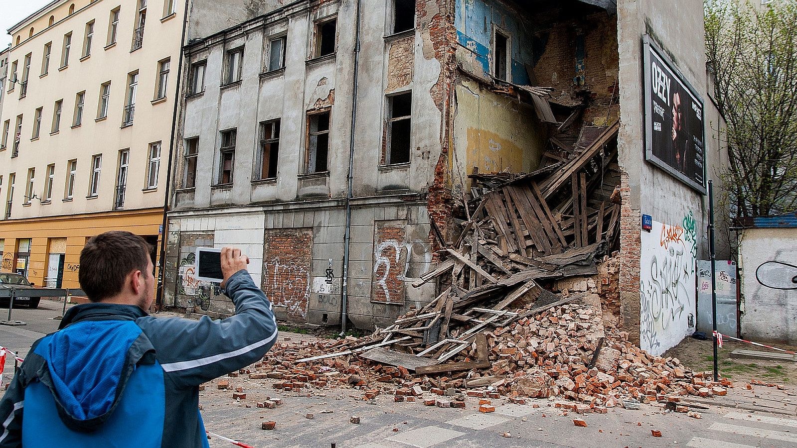 Łódź, miasto po przejściach. Na zdjęciu zawalona kamienica u zbiegu ulic Gdańskiej i 6-go Sierpnia