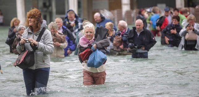 Tak było wczoraj. Dzisiaj woda powoli opada, ale i tak sytuacja jest dramatyczna