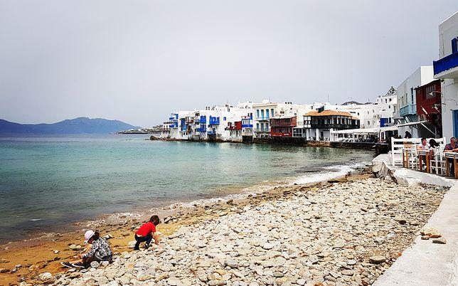 Mykonos jest tak piękne, jak na pocztówkach. Mówi się, że to taka druga Ibiza, tylko bardziej na topie. Nic dziwnego, że to najmodniejsza wyspa na Cykladach