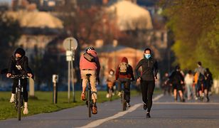 Koronawirus w Polsce. Biegacze i rowerzyści tłumnie korzystają z rządowego przyzwolenia