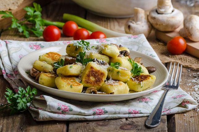 Tradycyjne kopytka to potrawa, która często pojawia się na naszych stołach