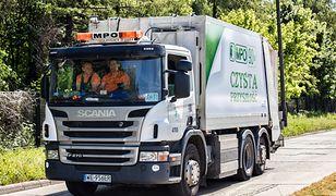 Ładowacze śmieci z Miejskiego Przedsiębiorstwa Oczyszczania w Warszawie zaczynają pracę