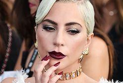 Lady Gaga wynurzyła się z basenu. Skąpy strój niewiele zasłaniał