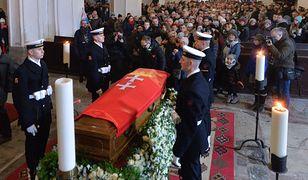 Czuwanie nad trumną Pawła Adamowicza w Bazylice Mariackiej