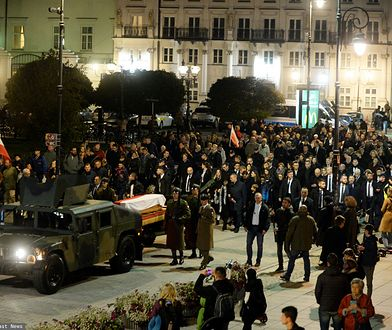 Kondukt żałobny z trumną Kornela Morawieckiego przeszedł z Sejmu do Katedry Polowej WP