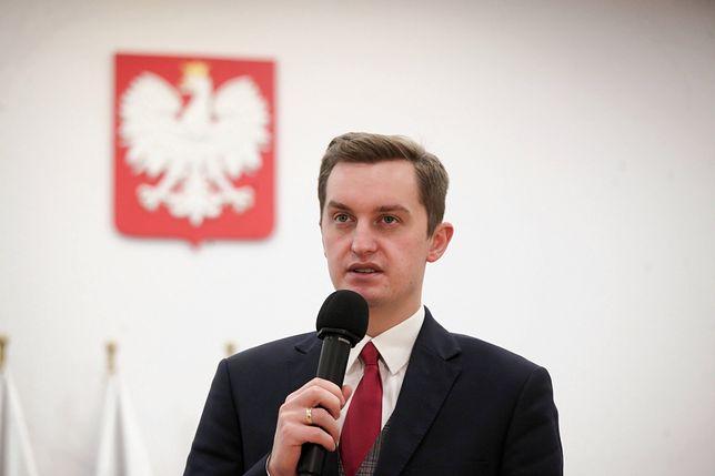 Sebastian Kaleta (PiS) przygotował raport ws. finansowania organizacji LGBT.