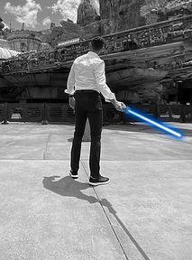 """Disney stworzył """"prawdziwy"""" miecz świetlny z Gwiezdnych Wojen!"""