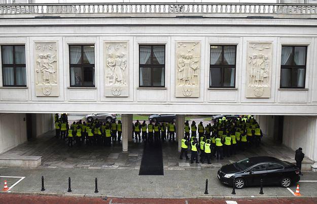 Ekspert: wszystkie siły zaangażowane są w to, co dzieje się pod Sejmem. A co z zagrożeniem terrorystycznym?